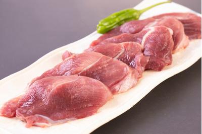 上猪肉焼肉用or鍋用・赤身の特選肉です。噛めば噛むほど旨味が楽しめます。3〜4人前 500g前後