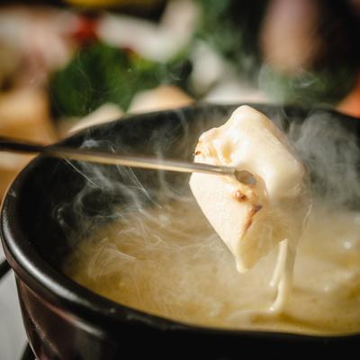 ③スイス産チーズフォンデュセット 4~6人前:4886円